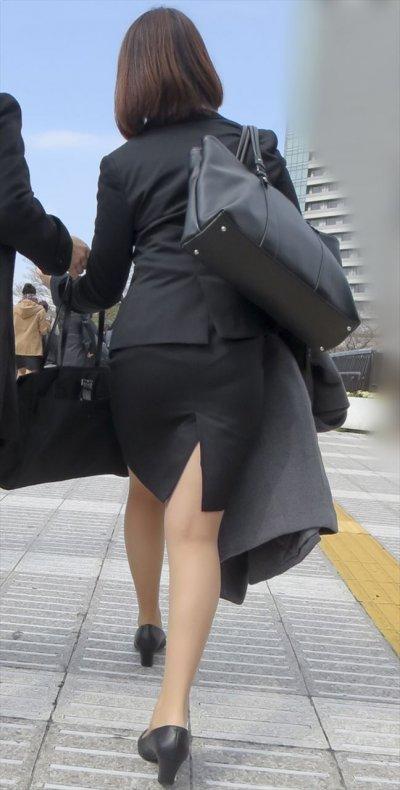 【透けパン画像】パンティーライン浮きまくりで街中痴女だらけなんだけどwww※動画あり | 素人エロ画像-女神ちゃんねる 表紙