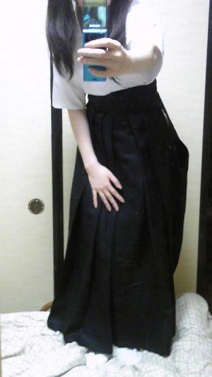 ツインテール弓道娘が袴を脱いでピンクのパンティを晒すエロ写メ