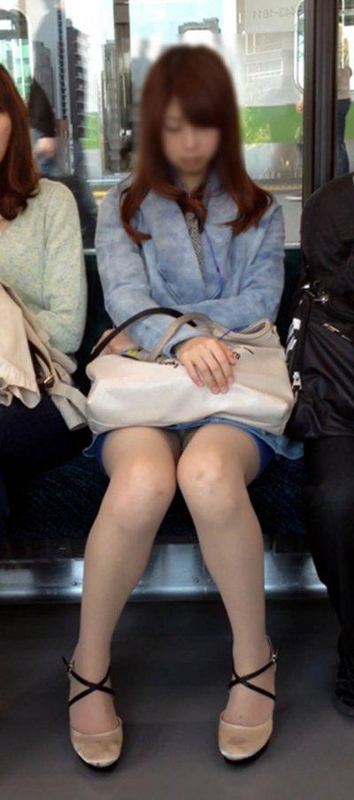 電車の中でスマホいじるフリして華麗に盗撮してみた