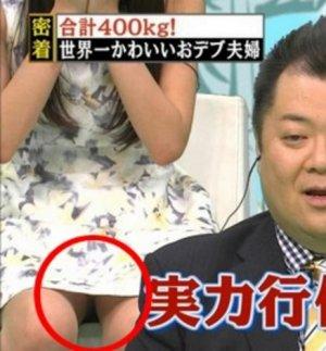 黒すぎる女子アナ・岡副麻希の胸チラパンチラ画像大量!下着も黒かった・・・