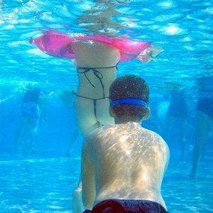 素人娘の水着を水中で見てみたいwww