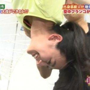アイススケートでおなじみ真央ちゃんの実の姉の浅田舞(27)が宙吊りでおっぱいぶらりん