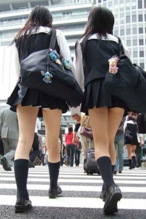JK街撮り画像291枚!制服JKのエロい生足やパンチラを街中で盗撮!のイメージ