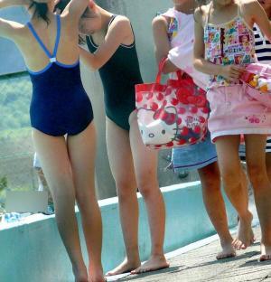 スク水盗撮画像66枚 スク水少女の膨らみかけおっぱい・お尻を盗撮!のイメージ