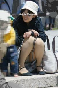 人妻パンチラエロ画像246枚!子持ちママのムレムレなパンツを盗撮!のサムネイル画像