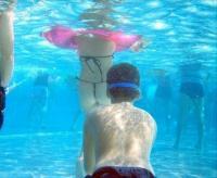 まんこ盗撮エロ画像13枚!水中カメラでまんこが激写wwのサムネイル画像