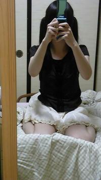 ツインテール女神がM字開脚パンチラを披露してマンスジ鏡撮り写メうpのサムネイル画像