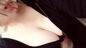 おしゃれな裏垢お姉さんの美乳自撮りがエロ!のサムネイル画像