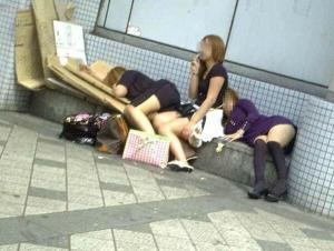 酔っ払い盗撮エロ画像74枚!泥酔女のハイテンションで撮影した写メがエロいwwwページへ
