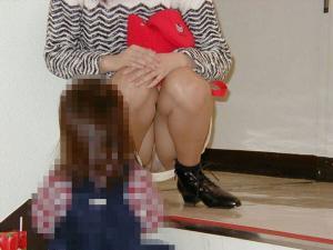 子育てママエロ画像88枚!子供と遊ぶ無防備な姿がセクシーすぎるwwwのサムネイル画像