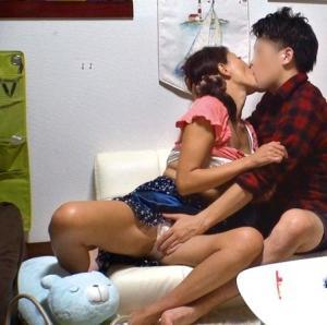 【人妻不倫セックス動画】ナンパするなら熟女がおススメ。普段相手にしてもらえないもんだから楽勝過ぎるwwwのサムネイル画像