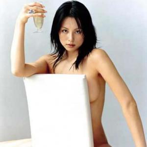 米倉涼子 離婚成立? 四十路の熟女ボディ全開でRESTARTのサムネイル画像