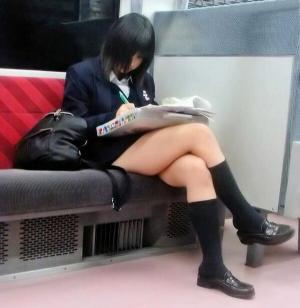JKを盗撮するだけでオカズに困らないんだが→街中でも電車でもガン見確定【画像120枚】のサムネイル画像