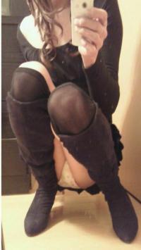 鏡の前やスマホのインカメラで自らパンツの自撮り画像をSNSでうpしちゃってる子多くねwwwのサムネイル画像