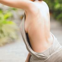 横乳がセクシーな大胆に穴の空いた服を着た痴女まとめのサムネイル画像