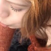 街中の女の子の胸元を遠くから盗撮してみたエロ動画のサムネイル画像