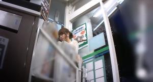 ご近所のモデル系美少女JDをストーキングして無防備な箱入りパンツの盗撮に成功してる画像のサムネイル画像