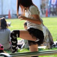 ミニスカ履いてるのに油断してる素人パンチラのサムネイル画像