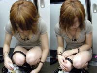 素人セクシーエロ画像34枚!電車内で見つけた胸元やお股がエロい女性を隠し撮りのサムネイル画像