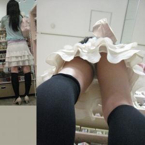 店員のスカートの中を逆さ撮り。お前のパンツは何色だ?のサムネイル画像