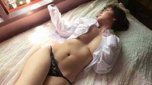 裸でYシャツ着てる女の子の画像 エロさは控えめだけど妄想が捗るのサムネイル画像