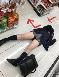 女子高生のおふざけ写メのエロさwのサムネイル画像