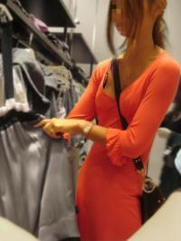 パイスラ街撮りエロ画像196枚!ニット服からキャミソールなどおっぱいが強調されとる女性を隠し撮りのサムネイル画像