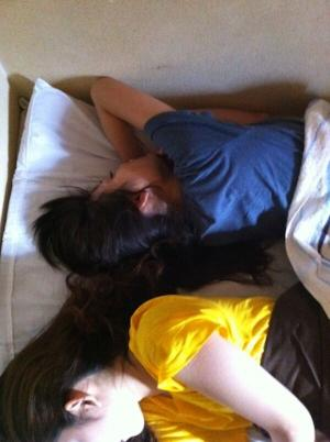 女友達エロ画像10枚!今おれの部屋のベッドに二人で寝てるんで写メ撮影するねwwwのサムネイル画像