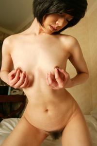 乳首オナニー画像103枚 指やローターで乳首をいじめてガチイキする変態女子のサムネイル画像