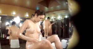 【盗撮 動画キャプ】スーパー銭湯で体を洗うお姉さんのリアルな一部始終が盗撮されてた…のサムネイル画像