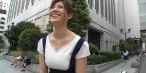 【巨乳 動画キャプ】高身長でややムチっとした巨乳大学生をナンパ→恥じらいながらもハメ撮りOKwwwのサムネイル画像