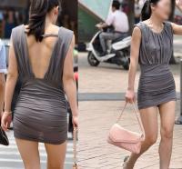 ノーブラ状態で街中をブラブラ歩く女性が急上昇!?のサムネイル画像