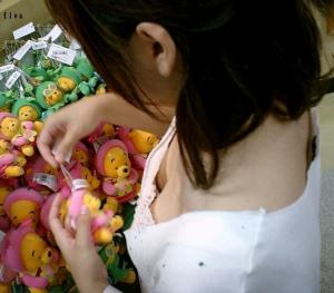 働く女性をバッチリ隠し撮りしちゃってる盗撮エロ画像。のサムネイル画像