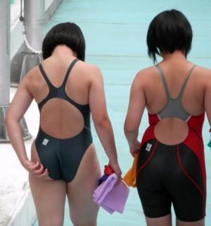 競泳水着エロ画像50枚 ムチムチ水泳部女子の食い込み尻や胸ポチを盗撮!のサムネイル画像