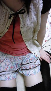 【動画あり】素人の貧乳女神がニーソ穿きながら自撮りオナニーのサムネイル画像