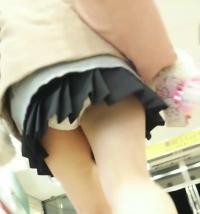 女子高生逆さ撮りくっそヌケルww※GIFありのサムネイル画像