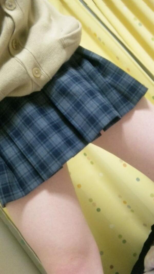 女子校生コスプレ鏡撮り画像13枚!22歳むっちり巨乳が女子校生コスでエロ写メのサムネイル