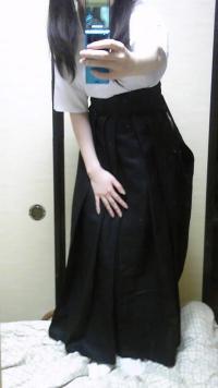 ツインテール弓道娘が袴を脱いでピンクのパンティを晒すエロ写メのサムネイル画像