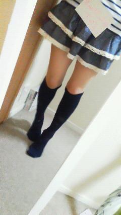 紺ソ美少女の靴下脱ぎナマ足ぺろぺろくんかくんかのサムネイル画像
