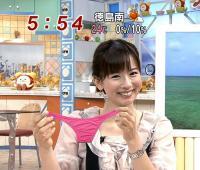 お股ユルユルの女子アナがTVでパンツを晒すハプニング画像のサムネイル画像