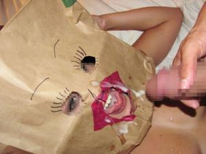 被り物をしてエロアピールしているもののエロよりも笑いしか起きないwwのサムネイル画像
