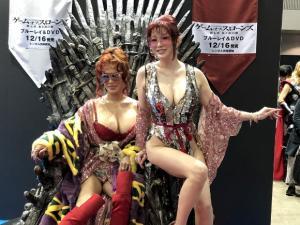 東京コミコンのコスプレイヤーの中に叶姉妹が紛れててワロタwwwのサムネイル画像