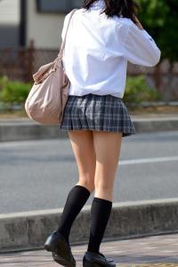 JKスカート158連発!通学途中の学生を隠し撮り…見えそうで見えないエロ画像まとめのサムネイル画像