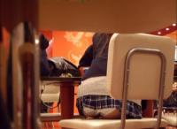 JKのパンチラって子供と大人の狭間を感じさせるからエロいのかな?のサムネイル画像