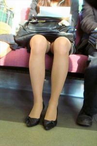 電車内で気を抜き過ぎな女子は盗撮して晒してやるぜ!のサムネイル画像