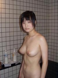 地味巨乳エロ画像77枚!見た目とは裏腹に規格外のおっぱいを持つギャップ女子のサムネイル画像