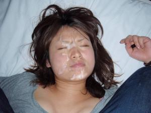 【顔射 エロ】彼女の顔に大量発射!嫌がる顔でさらに興奮するぜwwwのサムネイル画像