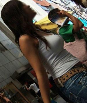 ノースリーブエロ画像72枚!タンクトップで胸元やワキまんこの露出がエチエチな素人のサムネイル画像