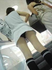 ミニスカ盗撮エロ画像80枚!電車や街中で見つけた素人を隠し撮り!のサムネイル画像