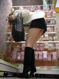 素人美脚盗撮エロ画像87枚!こんなに綺麗な脚なら踏まれてもいい!むしろ踏まれたいwwのサムネイル画像